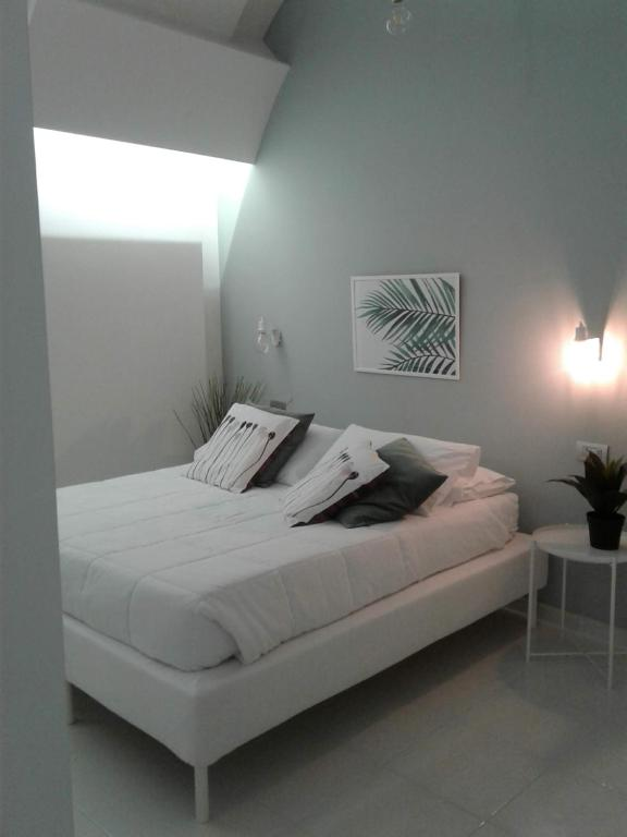 A bed or beds in a room at LOFT 13