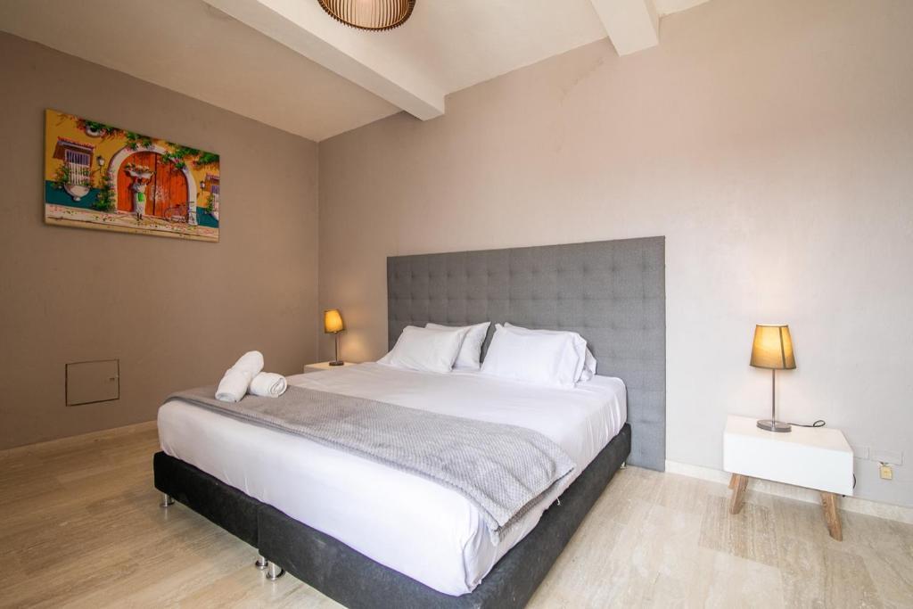 Vacation Home Beautiful 5 Bedroom House In Old City Cartagena De Indias Colombia Booking Com