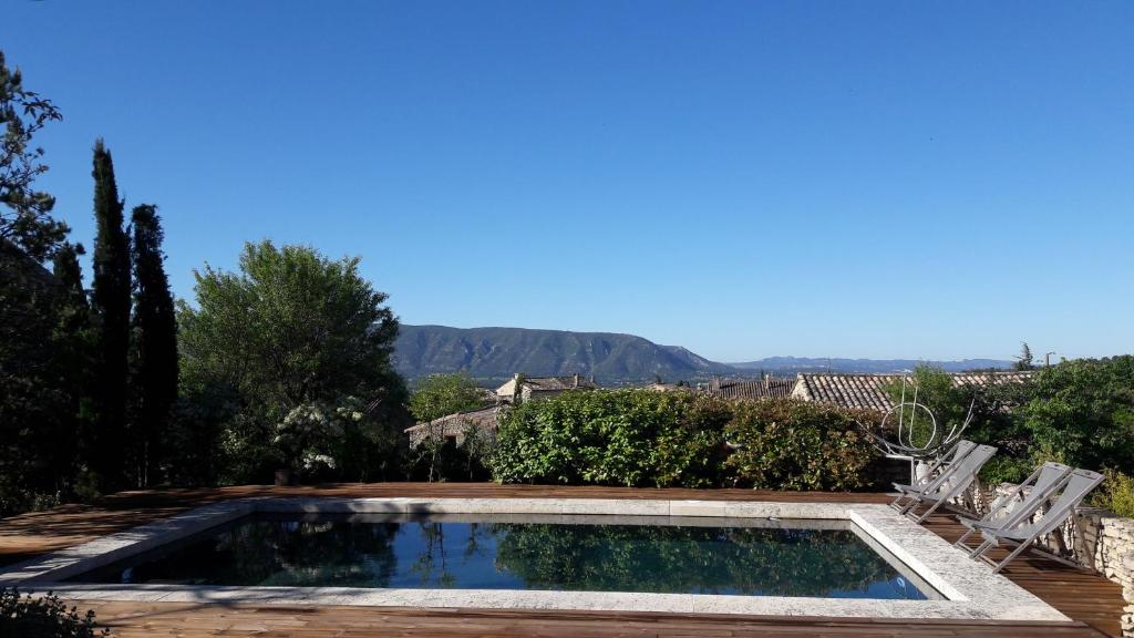 The swimming pool at or close to Villa Cabrida