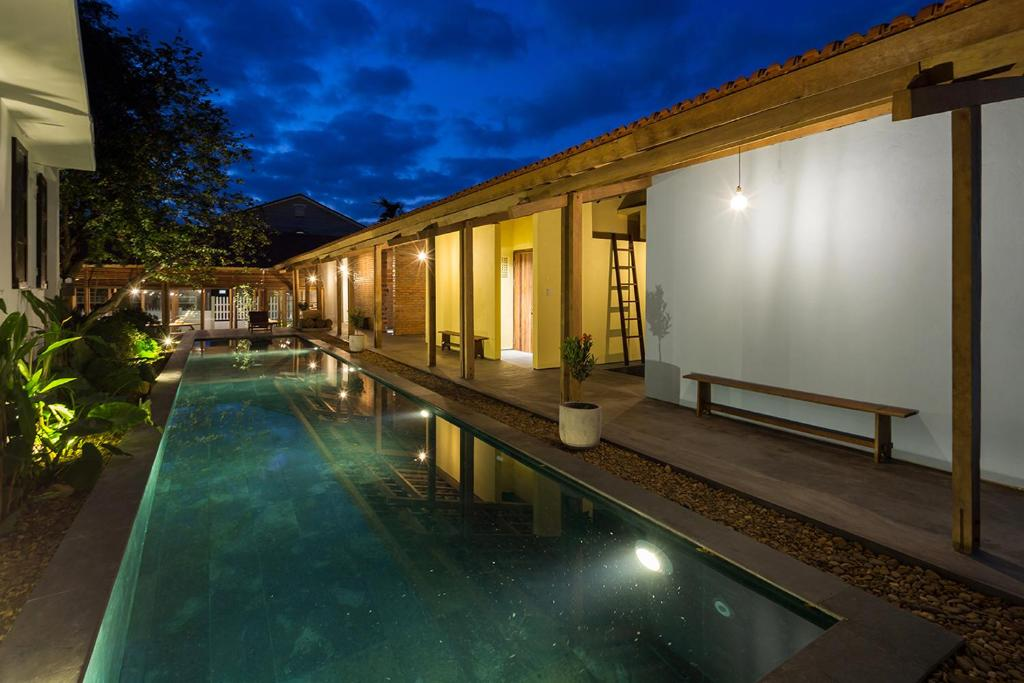 The swimming pool at or close to Sahi Homestay Retreat