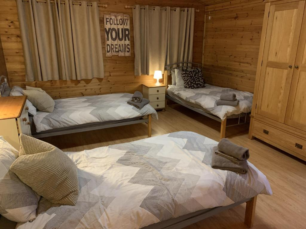 A bed or beds in a room at Southernwood - Family Lodge