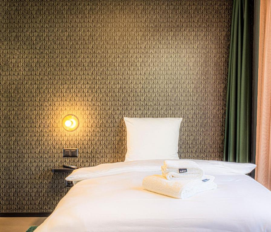 A bed or beds in a room at BLOOM Boutique Hotel & Lounge Basel