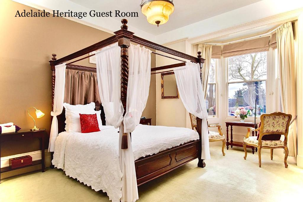 A bed or beds in a room at Kurrajong House