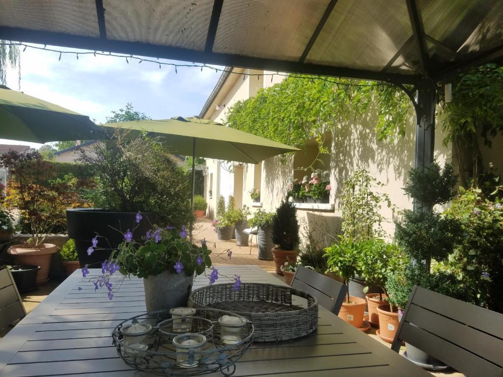 Restaurant ou autre lieu de restauration dans l'établissement Chambres d'Hôtes Le Clos Du Verger