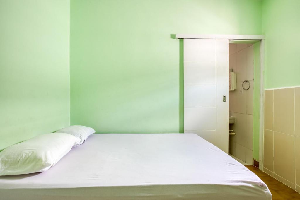 A bed or beds in a room at OYO Pousada Mar Verde - 2 minutos da Praia Pajuçara