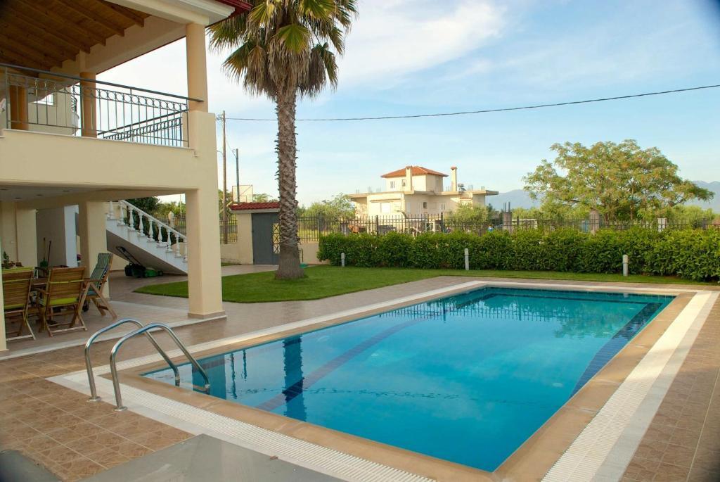 Luxury villa with a swimming pool in Lefkochoara, Messinias