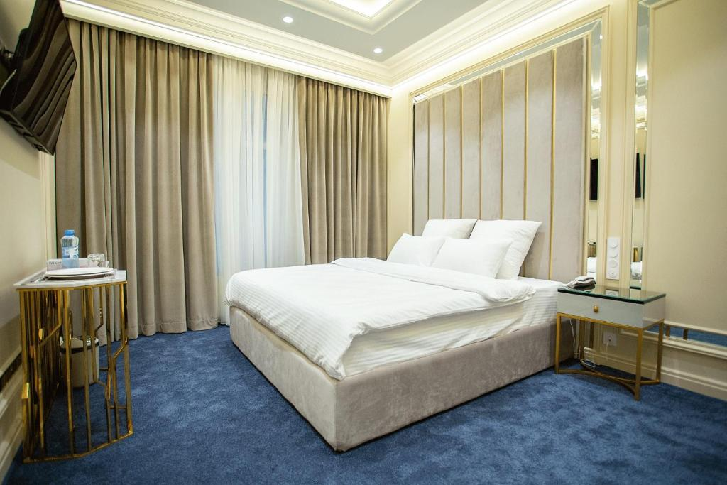 A bed or beds in a room at Le Maran
