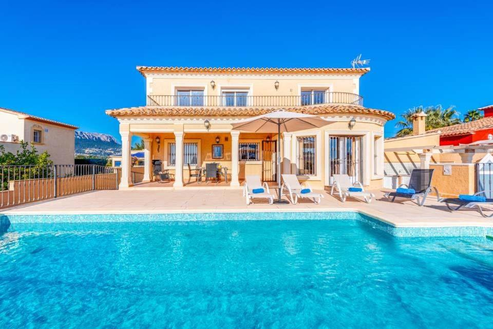 Ifac Villa Sleeps 8 with Pool Air Con and WiFi