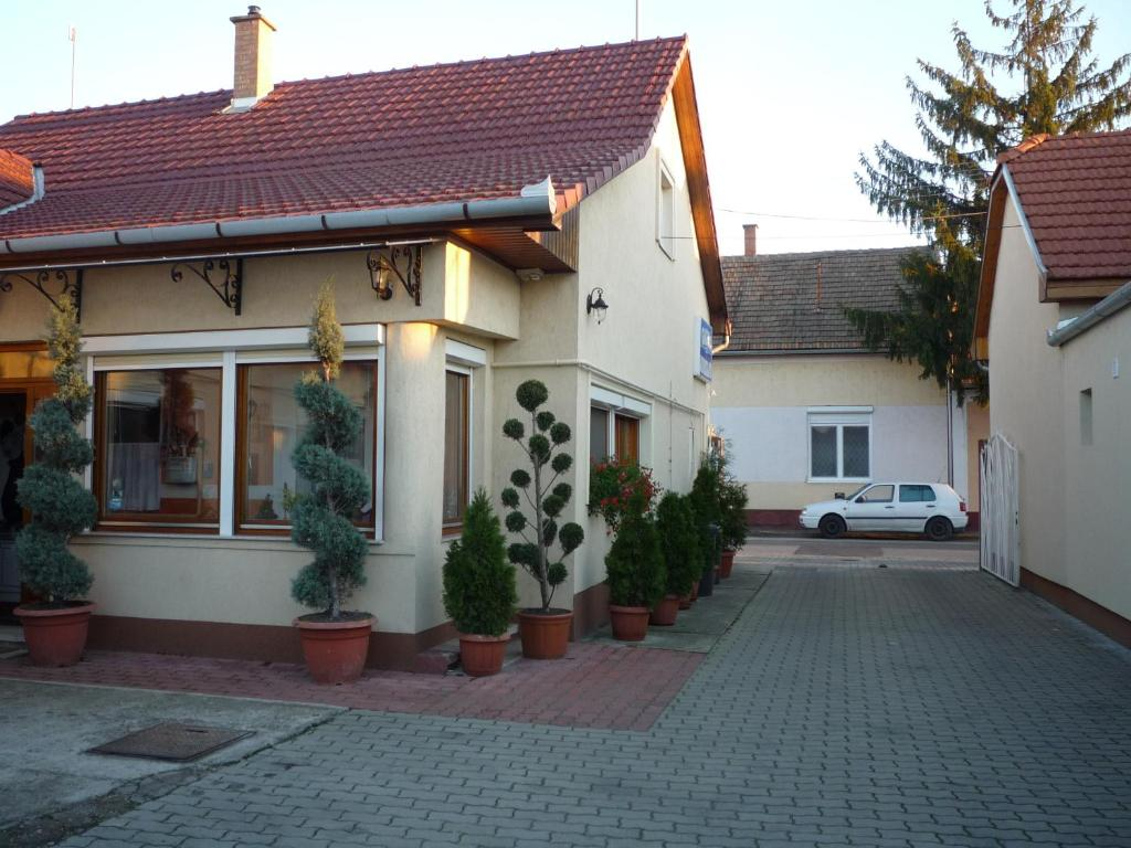 The building in which moteleket is located