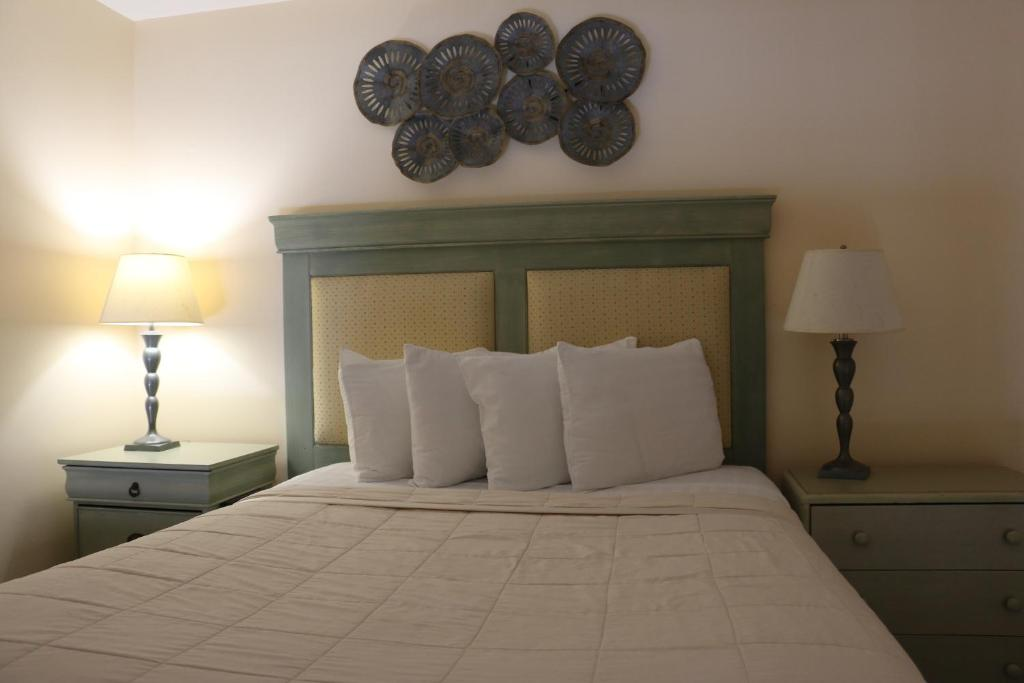 A bed or beds in a room at The Prytania Park Hotel