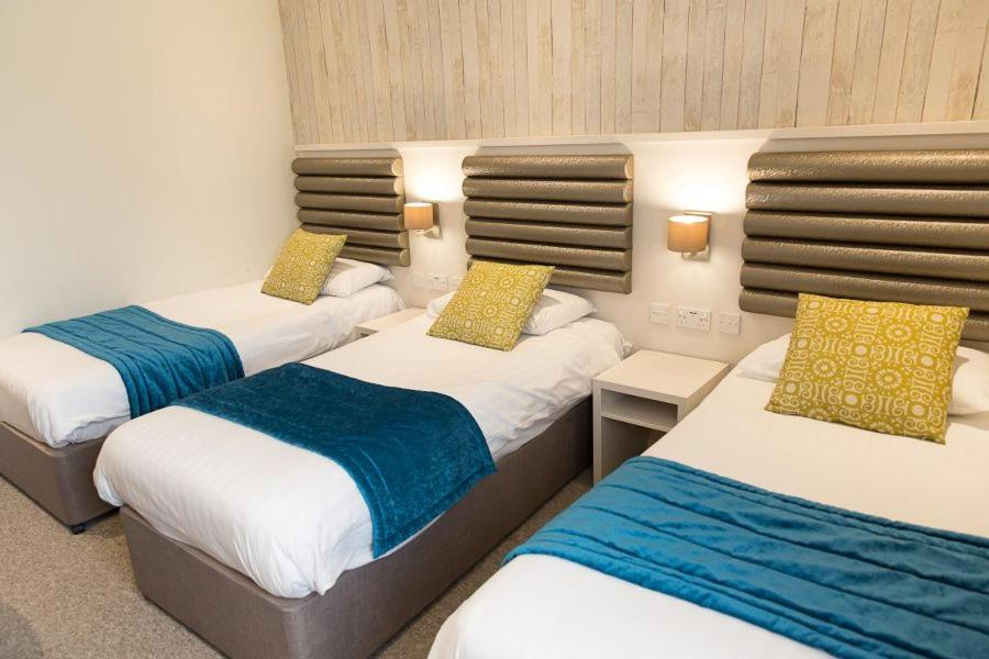 A bed or beds in a room at St Ives Hotel