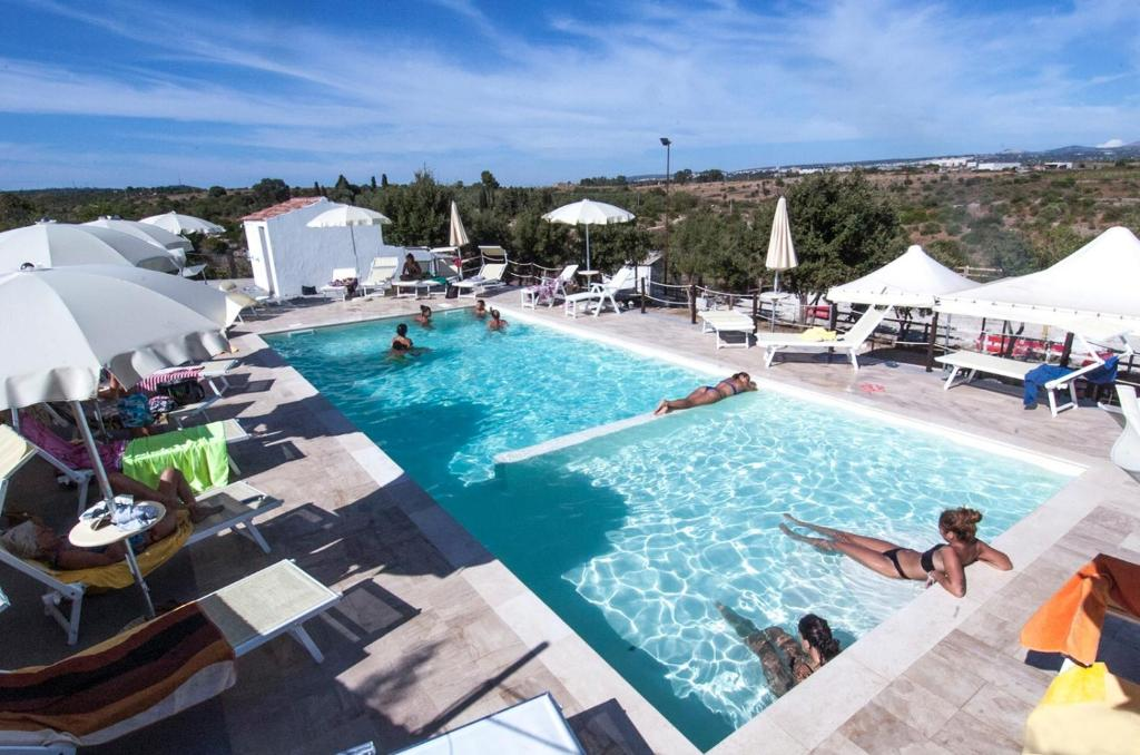 Vista sulla piscina di B&B Badde Cubas o su una piscina nei dintorni