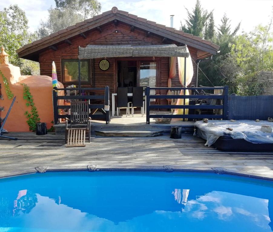 The swimming pool at or near Casa Madeira