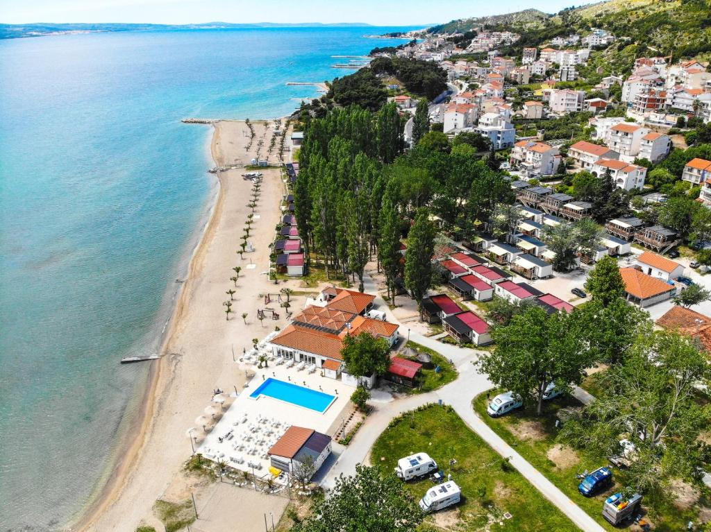A bird's-eye view of Mediteran Travel Mobile Homes Galeb