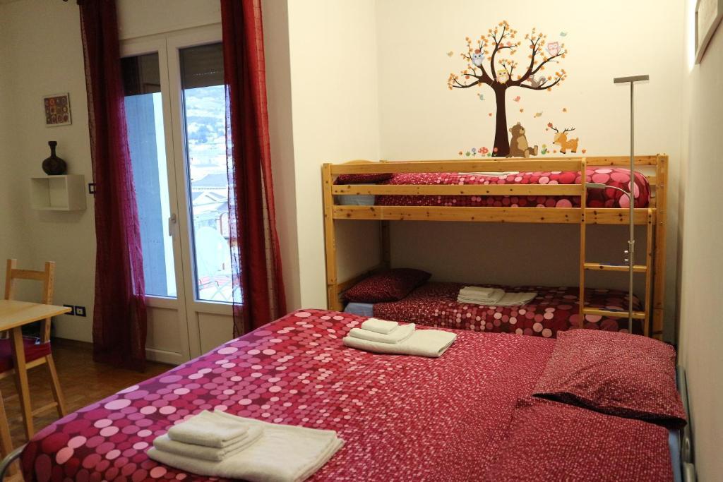 Ein Etagenbett oder Etagenbetten in einem Zimmer der Unterkunft B&B Taramelli