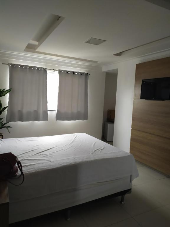 A bed or beds in a room at OYO Hotel Valéria - 22 minutos do Mercado Modelo