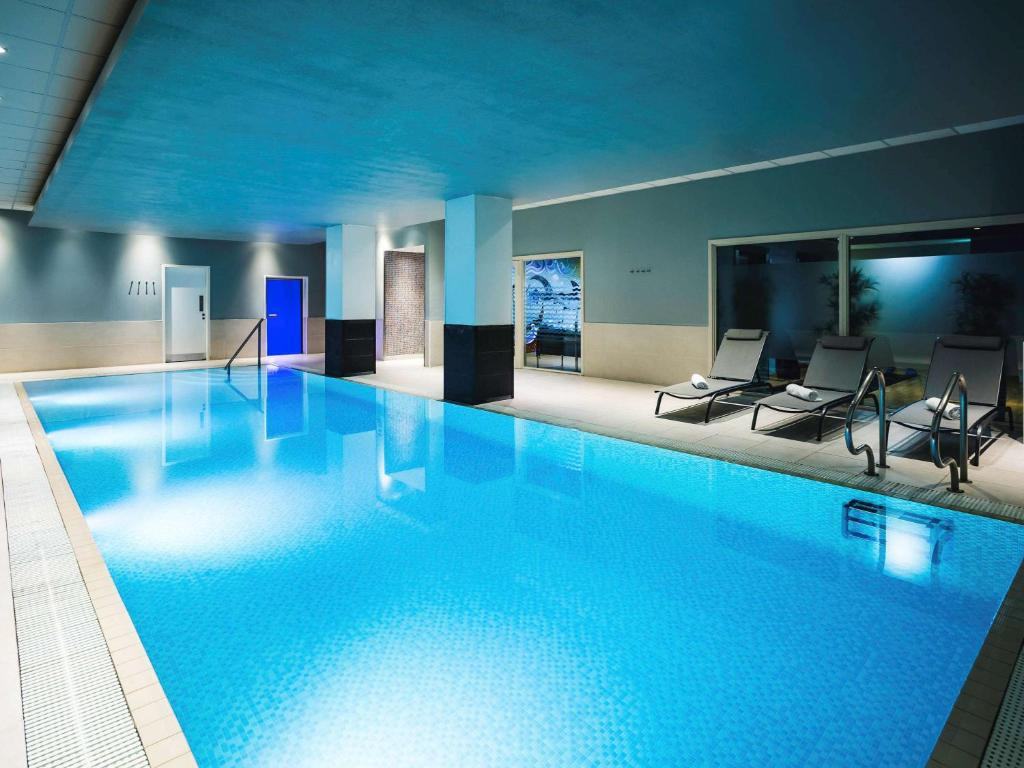 The swimming pool at or near Novotel Reading Centre