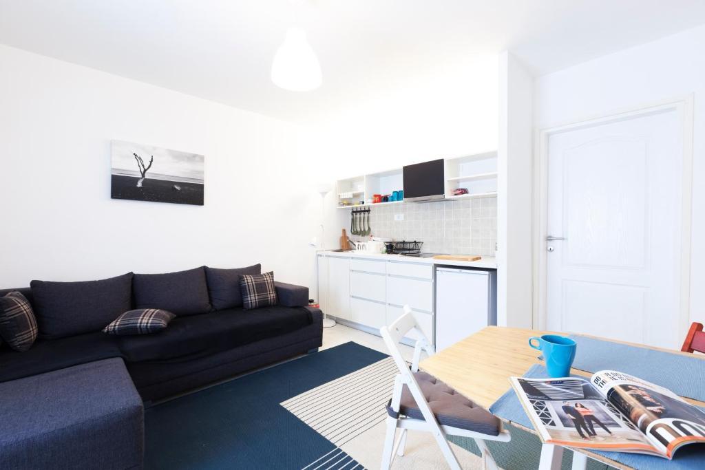 A kitchen or kitchenette at Balkan-Inn Apartments