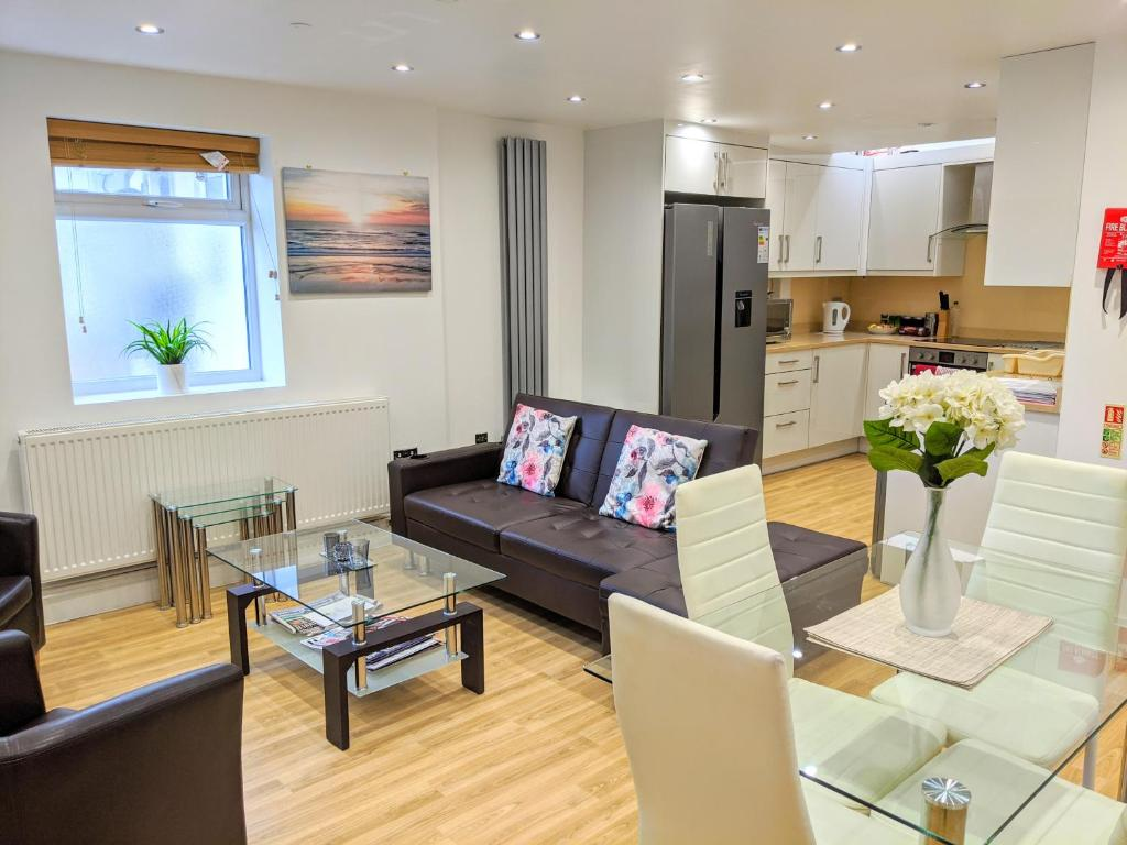 Spacious 2-bed apartment in central Kingston near Richmond Park