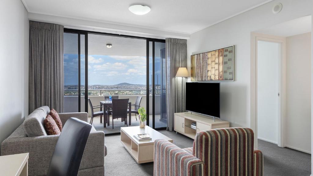 A seating area at Oaks Brisbane Aurora Suites