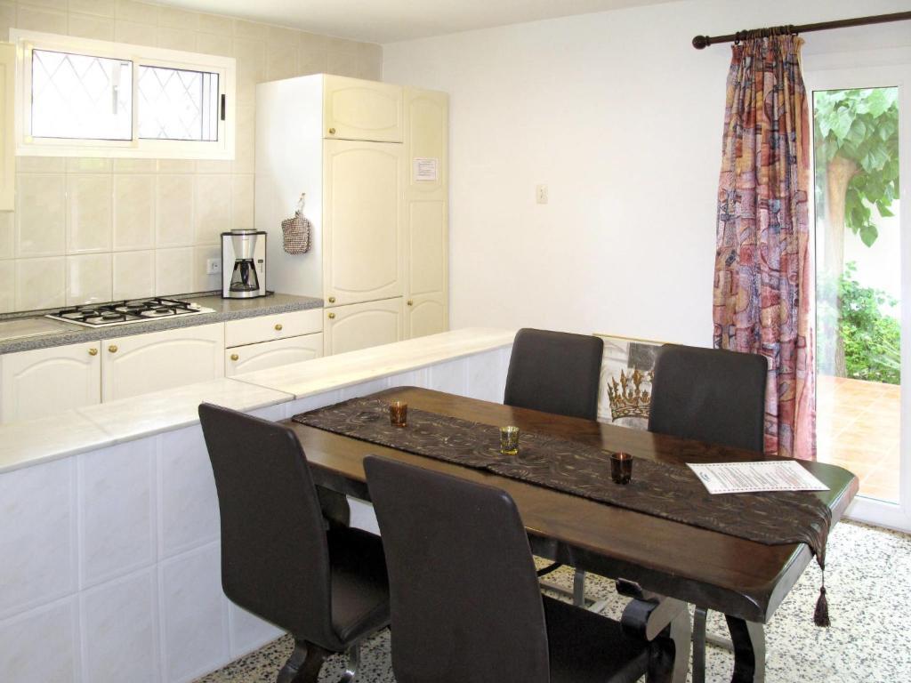 Een keuken of kitchenette bij Holiday Home Colibri - CBI162
