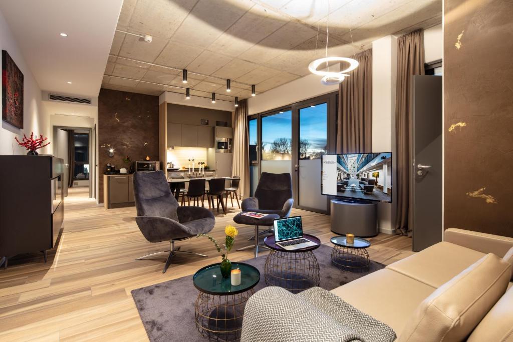 Ein Sitzbereich in der Unterkunft Golden Ball, Exclusive Serviced Apartments Munich