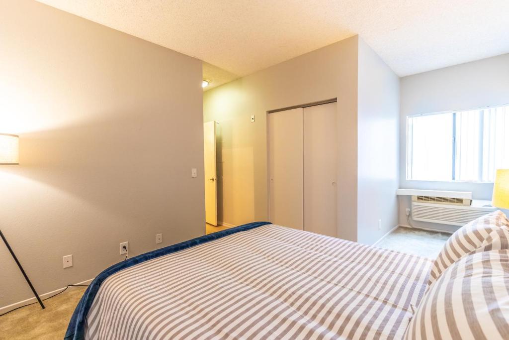 Trendy 2 Bedroom 2 Bath Apartment Los Angeles Ca Booking Com