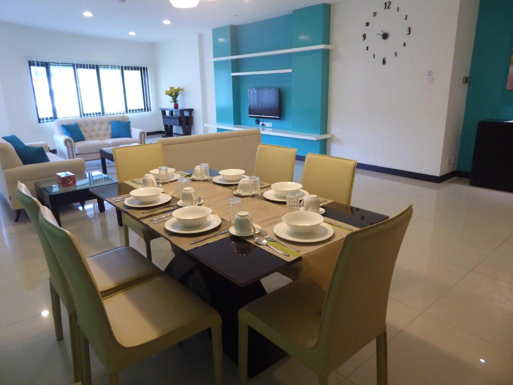 A restaurant or other place to eat at Rimbun Suites & Residences