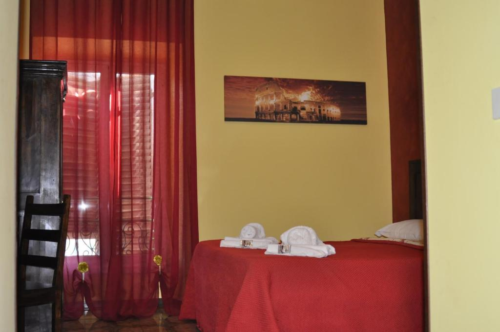 A bed or beds in a room at Amico Hotel