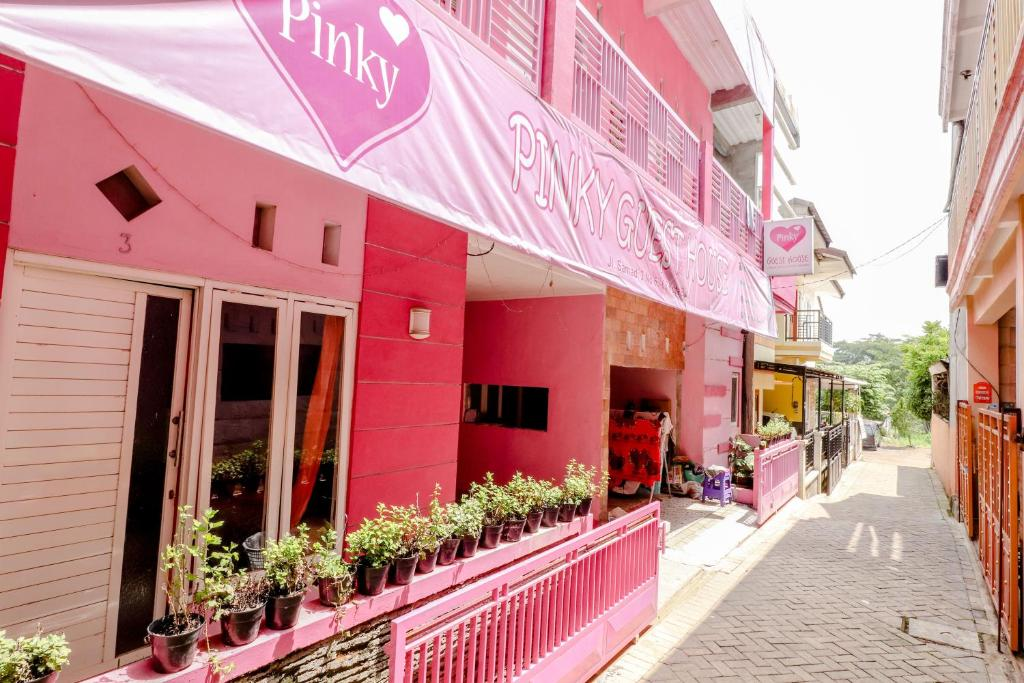 Pinky Guest House Batu Indonesia Booking Com