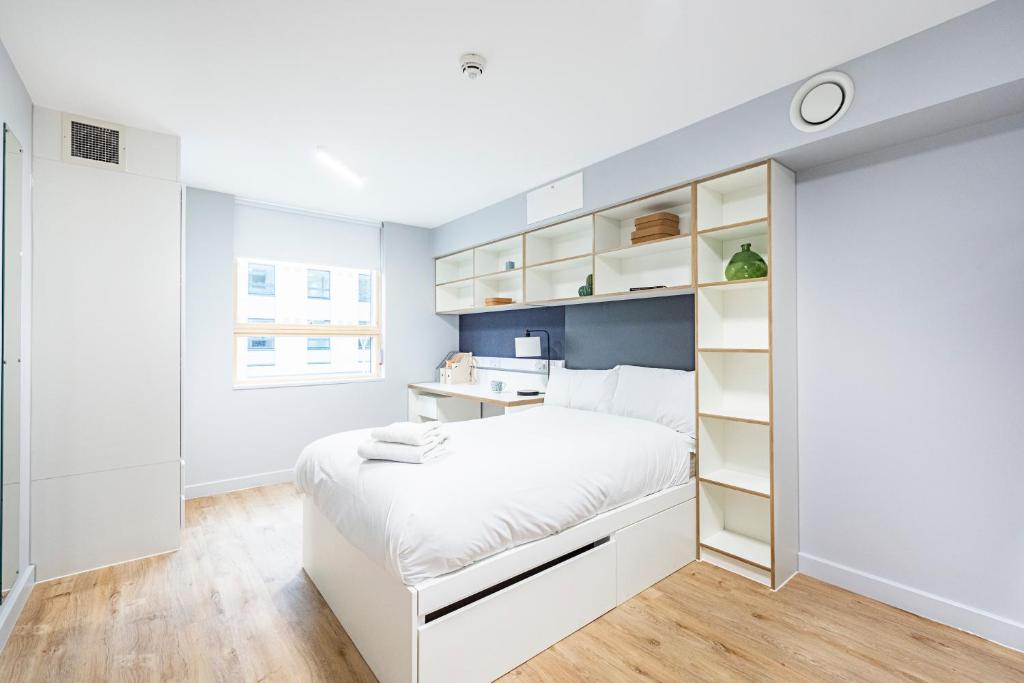 Brand New Modern Rooms, Studios & Apartments - SK
