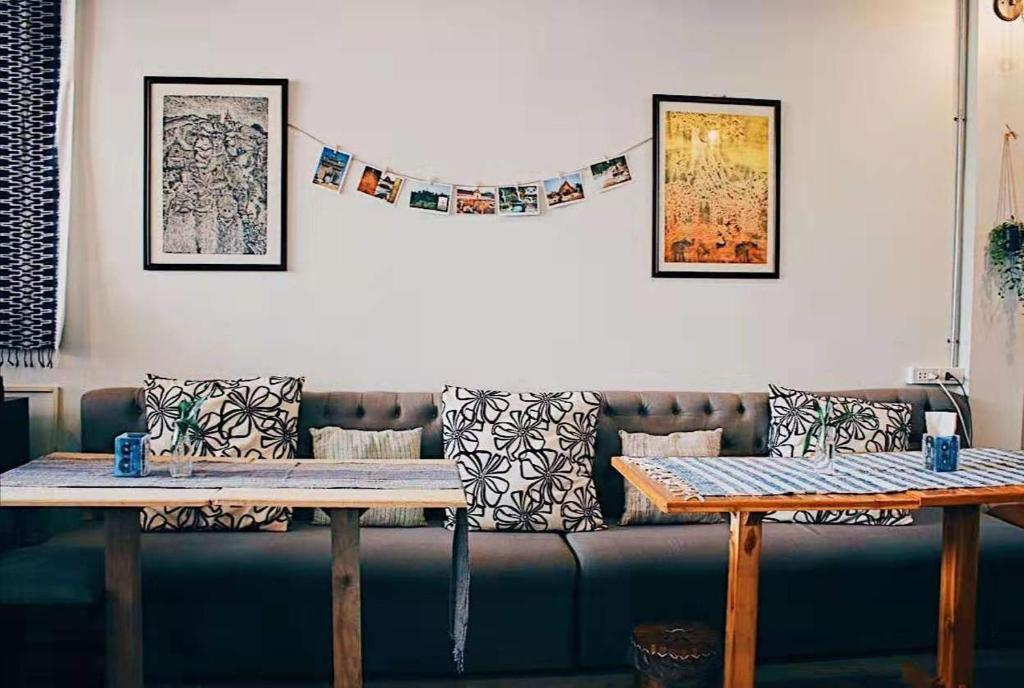 A seating area at Bed Terminal Hostel&Cafe