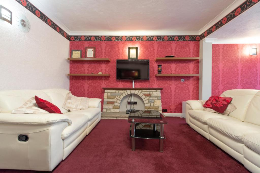 Spacious Bungalow In Romford With Parking, Romford – Updated 2021 Prices