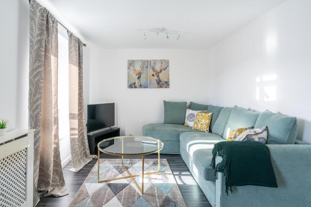 A seating area at Suites by Rehoboth - Abbey Wood Station - London Zone 4