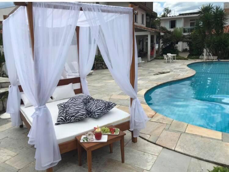A piscina localizada em Pousada Tortugas ou nos arredores