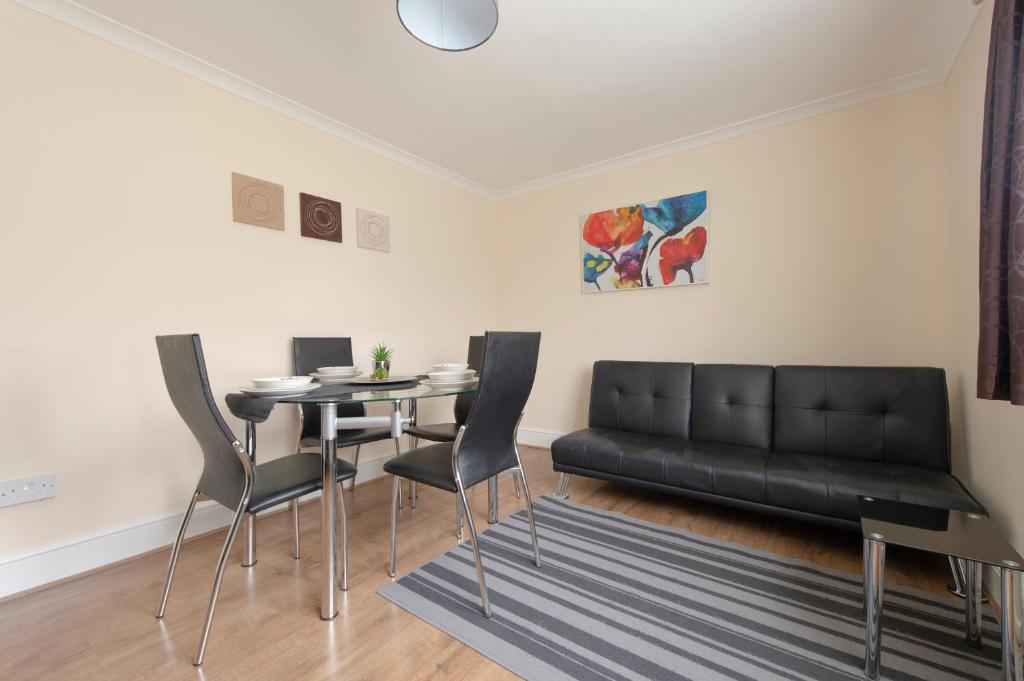 Serviced Accommodation near London and Stansted - 3 bedrooms