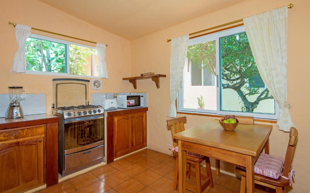 A kitchen or kitchenette at Casa de Mathias