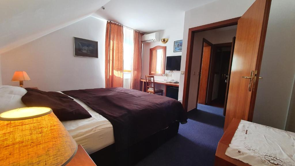 Postelja oz. postelje v sobi nastanitve Hotel Sporn