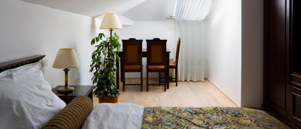 Un pat sau paturi într-o cameră la Vila Leonida