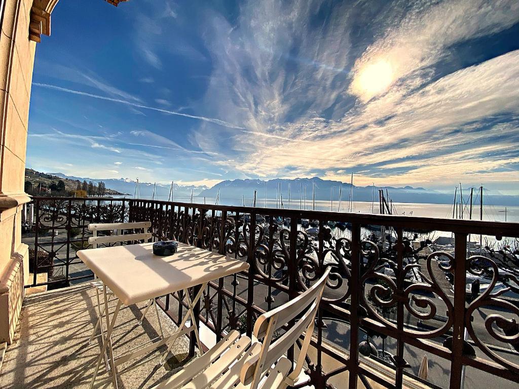 Ein Balkon oder eine Terrasse in der Unterkunft Hotel LakeView Le Rivage