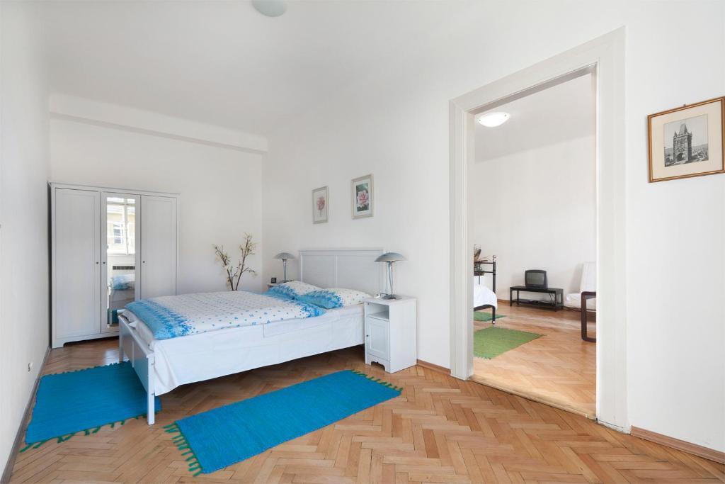 Ein Bett oder Betten in einem Zimmer der Unterkunft Ostrovní Apartment