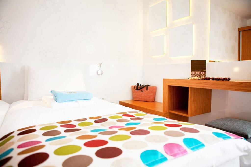 Ein Bett oder Betten in einem Zimmer der Unterkunft Sunpark Garden Hotel