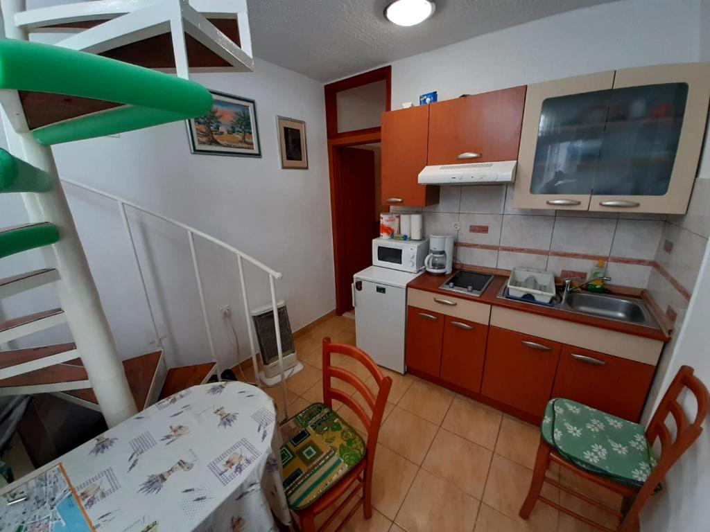 Kuhinja ili čajna kuhinja u objektu Rosmarinus Rubic studio