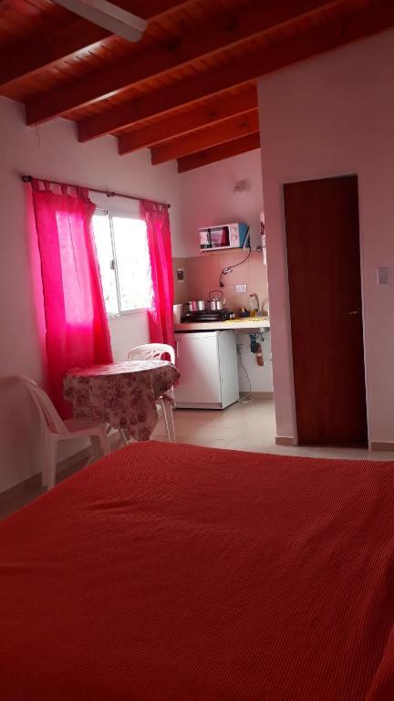 Una cama o camas en una habitación de Cabañas & Aparts Yki Shamuaika