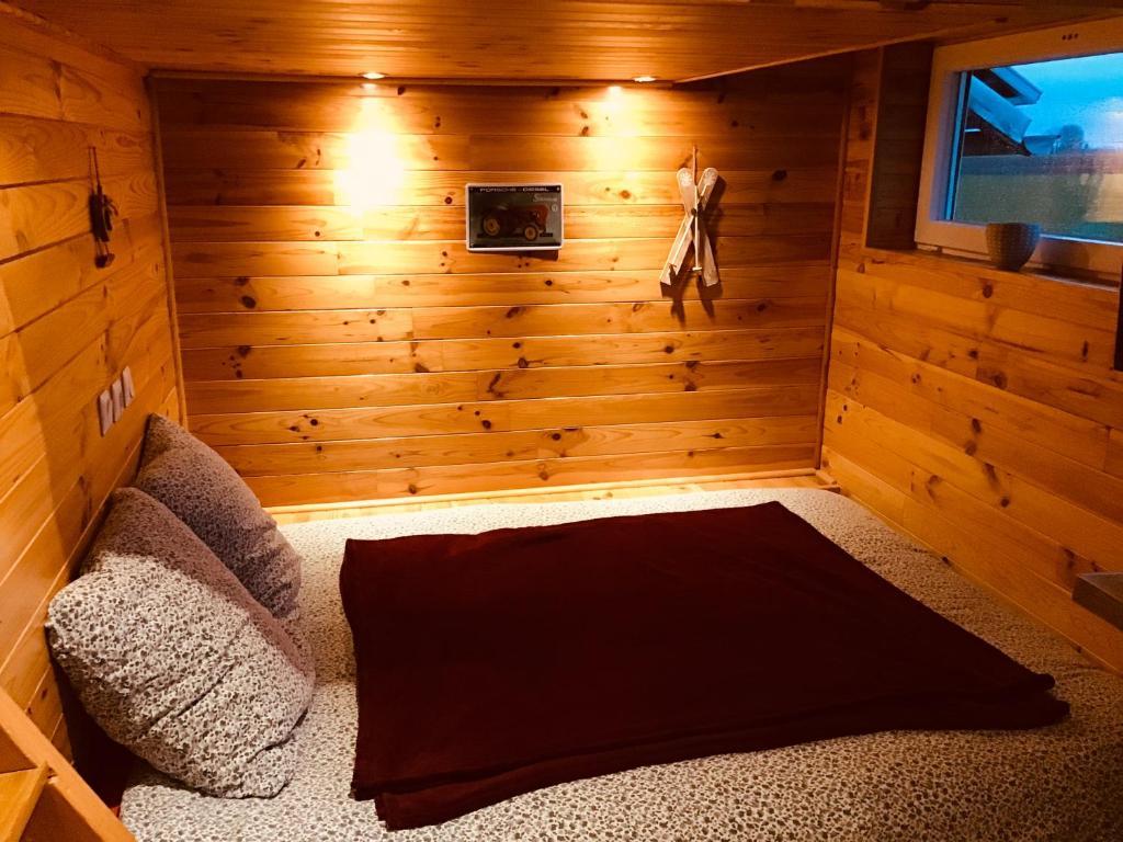 A bed or beds in a room at le gîte de la ferme du tertre
