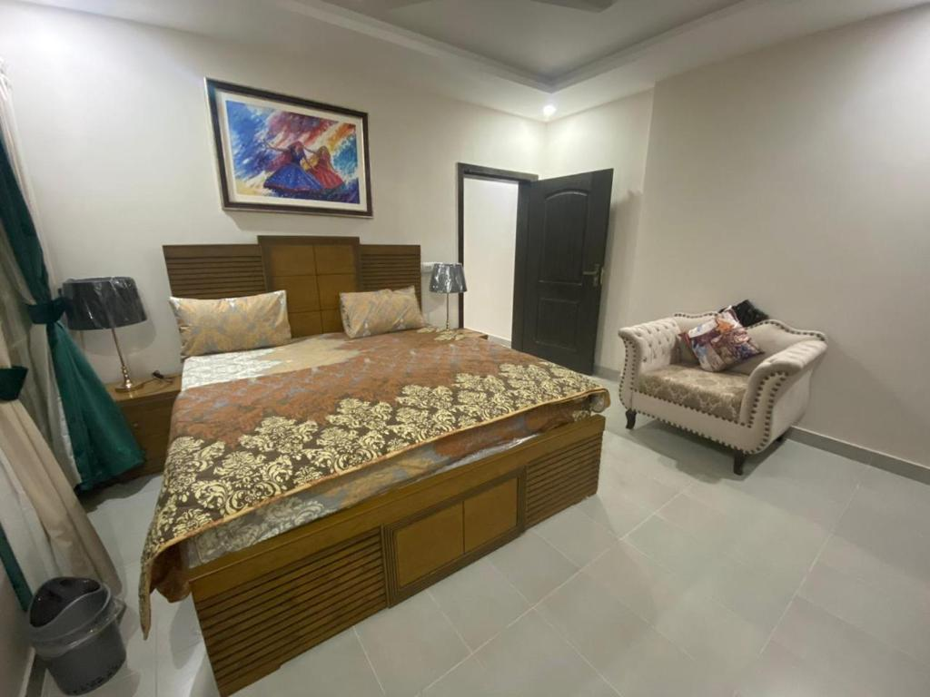 A bed or beds in a room at Suite 501
