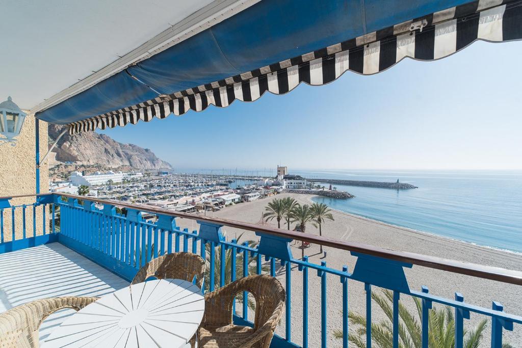 Ein Balkon oder eine Terrasse in der Unterkunft Expoholidays - Apartamento Crucero