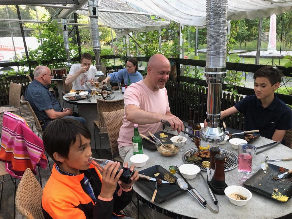En restaurang eller annat matställe på Timjan Forest Resort