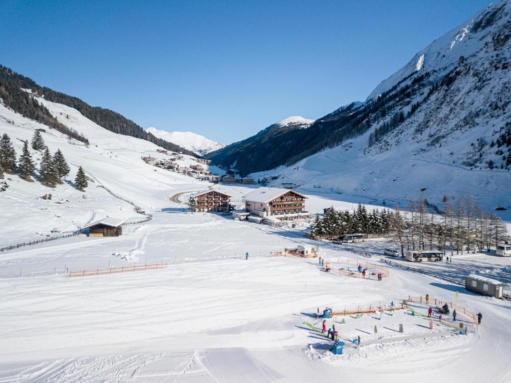 Kinder- & Gletscherhotel Hintertuxerhof during the winter