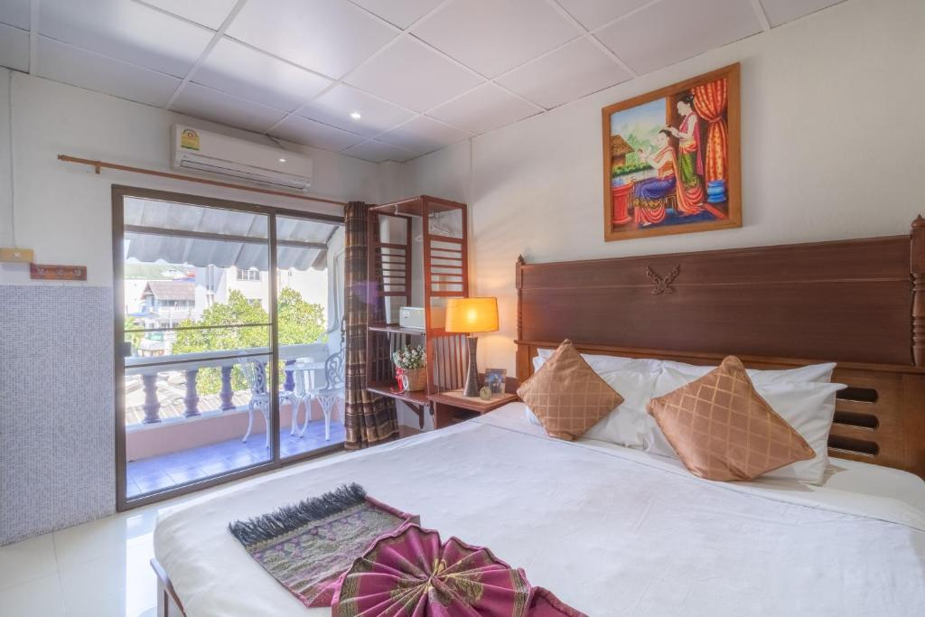 A bed or beds in a room at Rendezvous Guesthouse